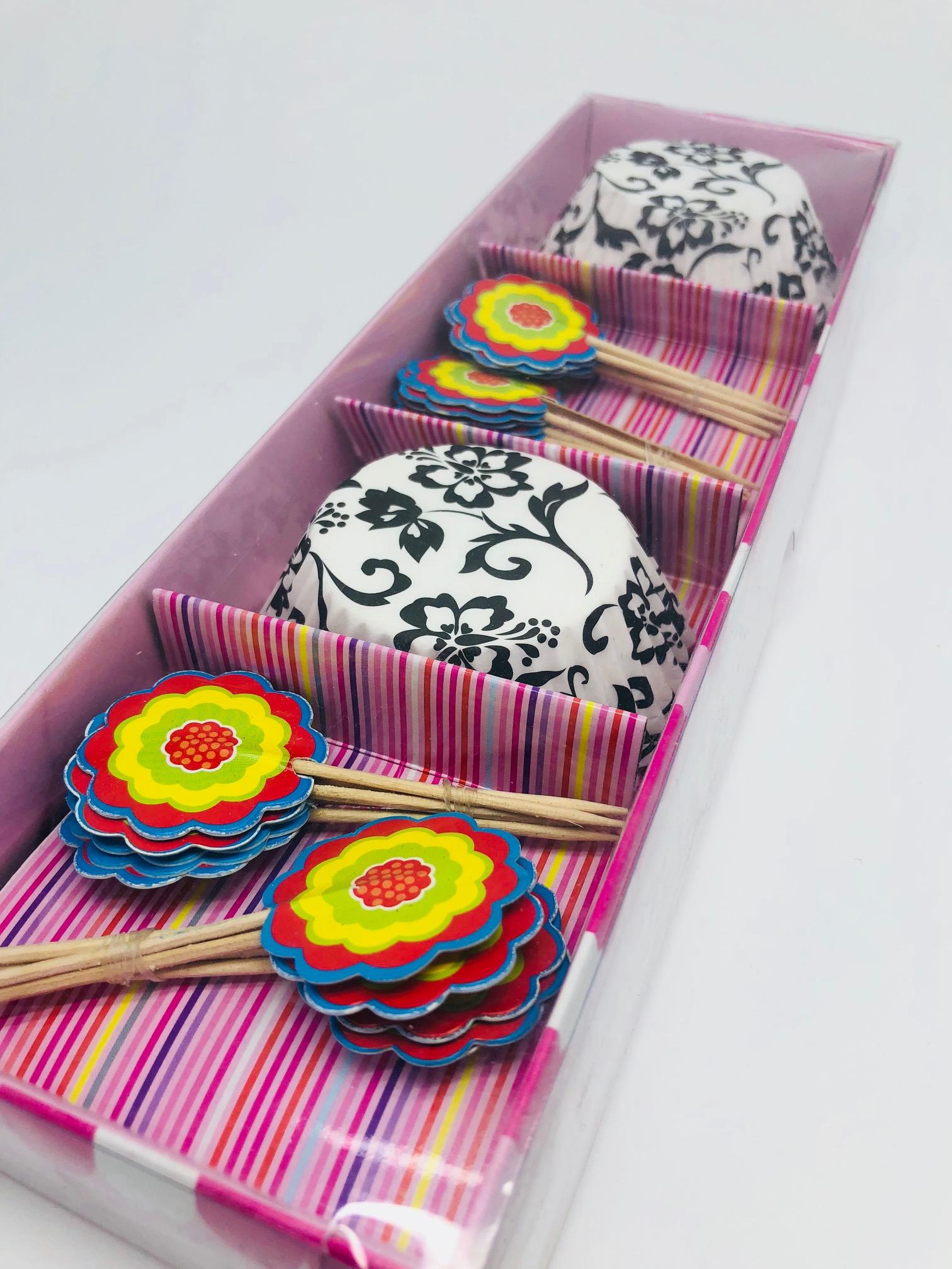 Siyah Beyaz Desen Desenli Muffin Cup Cake Kapsulu Ve Kurdani